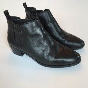 Michael KORS Shaw Leather Chelsea Ankle Boot  5.5